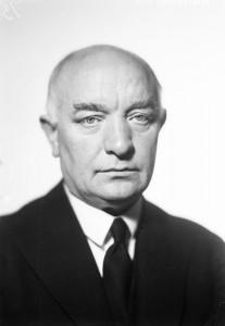 """""""I det goda hemmet råder likhet, omtanke, samarbete, hjälpsamhet."""" Per-Albin Hansson (S) statsminister 1932-1946. Från Stockholmskällan"""
